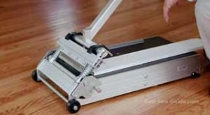 Best Saw For Cutting Laminate Flooring [Expert Reviews]